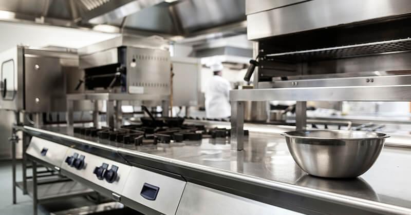 Equipamentos para lanchonete: o que muda entre fast-food e um restaurante tradicional