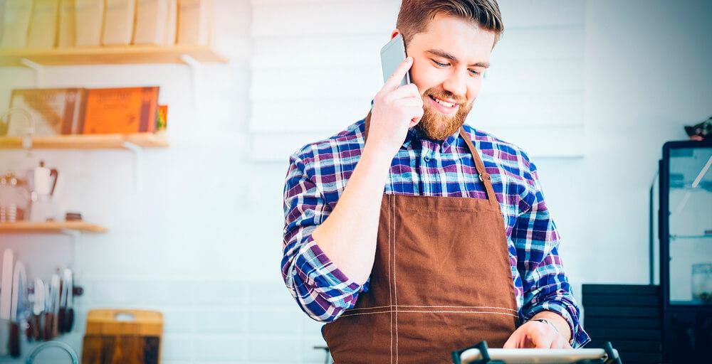 Abrir um restaurante delivery ou para atender no salão: qual é o ideal pra você?