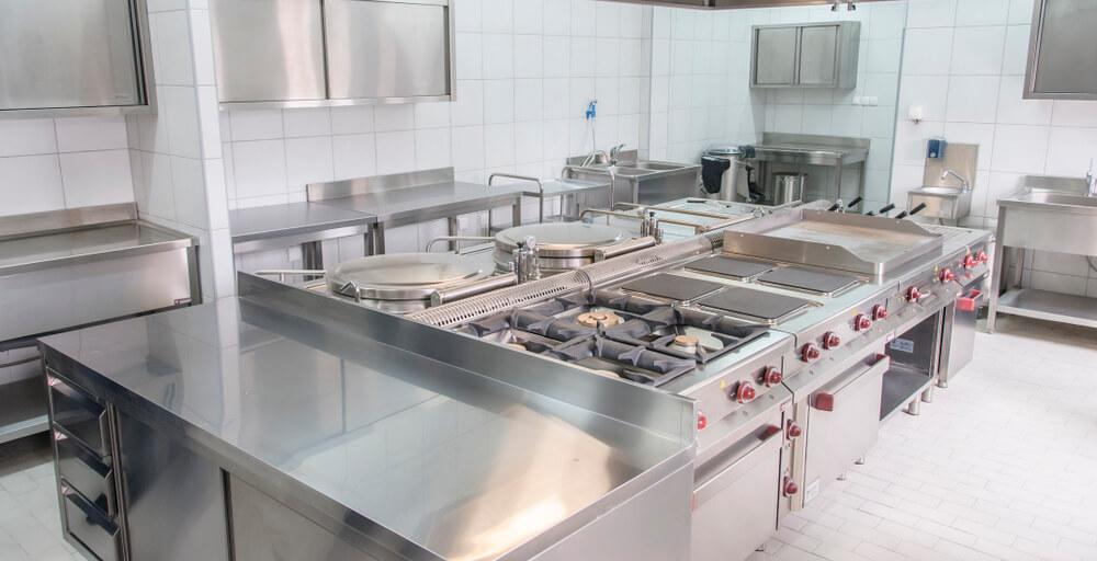 Manutenção e higienização de um fogão industrial: tudo o que você precisa saber!